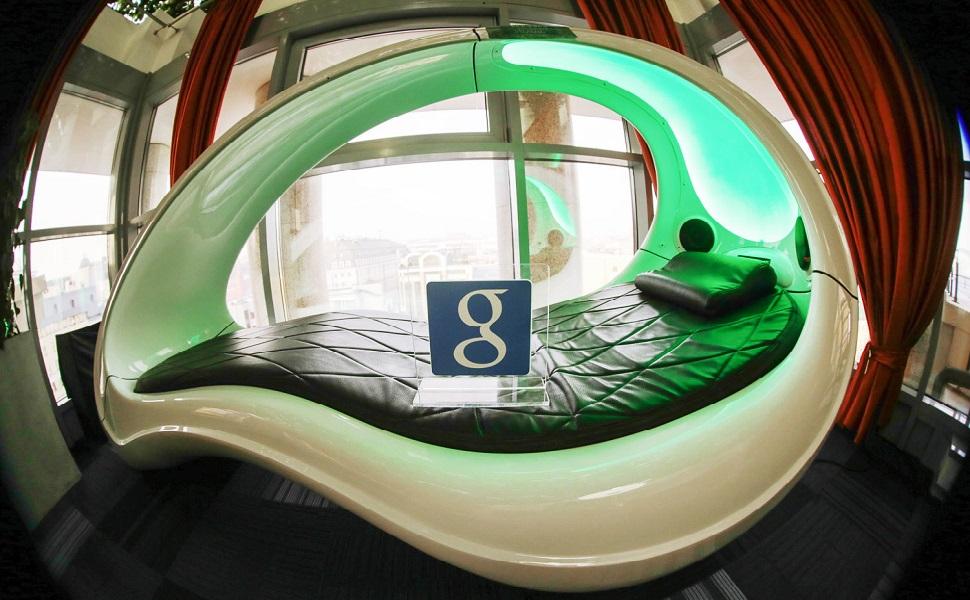 Офис успешной компании с капсулой для сна
